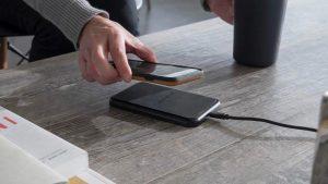 รีวิว แท่นชาร์จมือถือไร้สาย (Wireless Charging) ยี่ห้อไหน ใช้งานได้ดีที่สุด