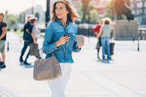 กระเป๋าทำงาน สำหรับผู้หญิง ยี่ห้อไหนดีสุด ปี 2020