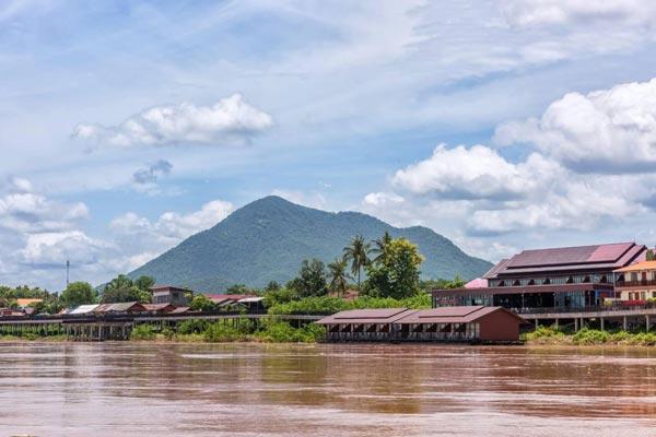 ริเวอร์ไซด์เชียงคาน รีสอร์ท (Riverside Chiangkhan Resort)