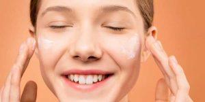 รีวิว ครีมกันแดดปรับผิวหน้าให้ขาวกระจ่างใส (Whitening and Tone Up Sunscreen) ยี่ห้อไหนดีที่สุด ปี 2020