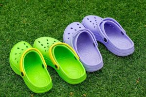 รีวิว รองเท้า Crocs รุ่นไหนดีที่สุด ปี 2020