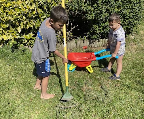 เด็กๆช่วยทำสวน