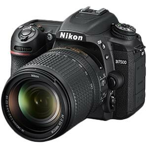 Nikon D7500 kit 18-140 mm.