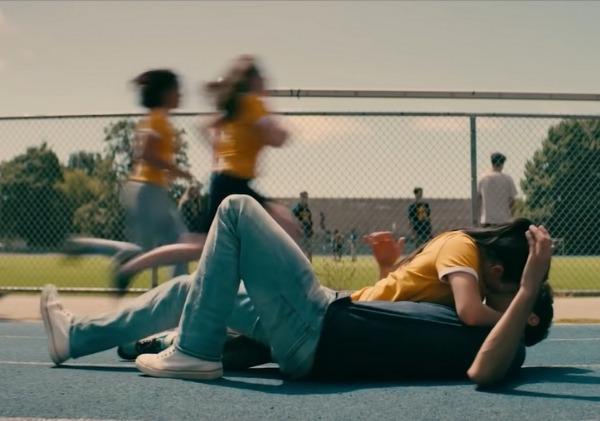 เธอจึงหมับ..คว้าคอเสื้อปีเตอร์เข้ามาจูบ