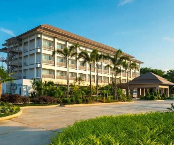 สวอนเลค สัตหีบ (Swan Lake Hotel Sattahip)